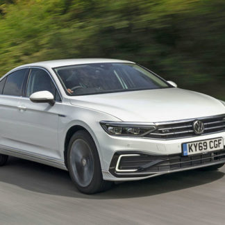 VW Passat GTE front moving