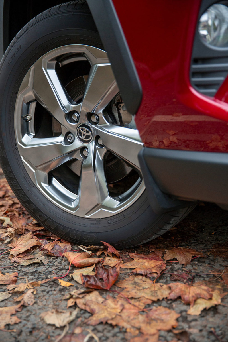 Autumn driving tips check tyres