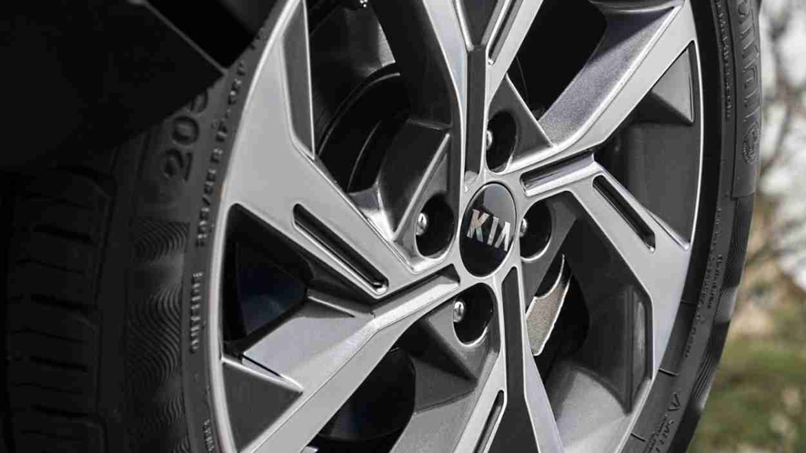 Kia logo on wheel centre - the brand has appointed Gary Curran to head up leasing operations