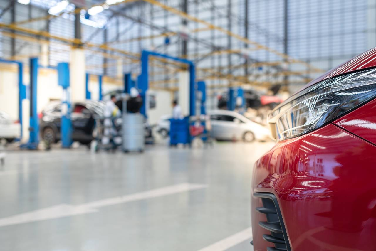Car maintenance in a service centre