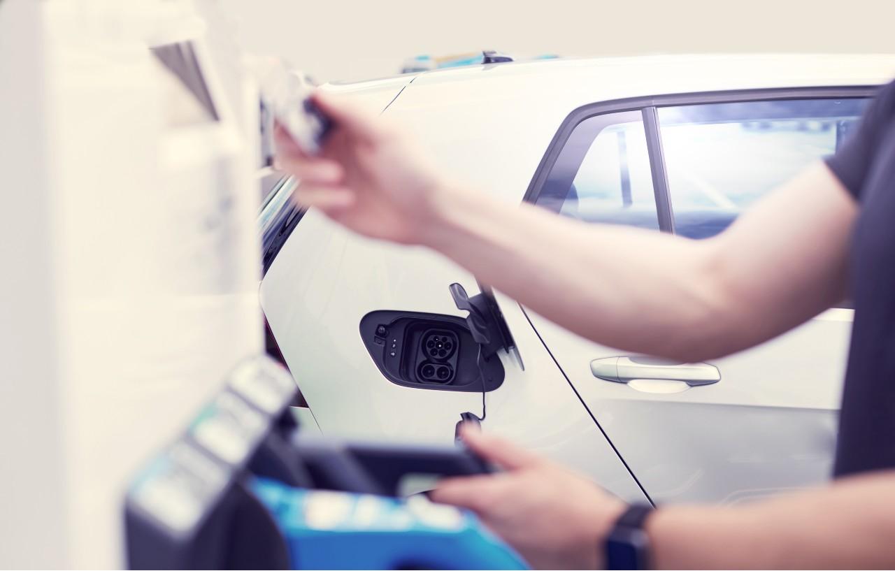 EV charging - FLEETCOR takes stake in Mina