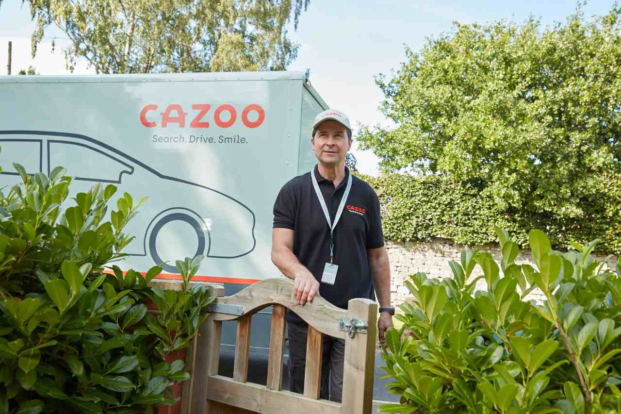 Cazoo delivery specialist